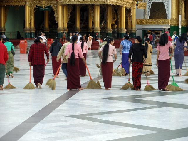 3.Tag_Birma_-_Sauberkeit_in_Shwedagon_Pagode_in_Yangon
